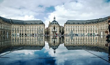Activité_team_building_Place_de_la_Bourse,_Bordeaux,_France